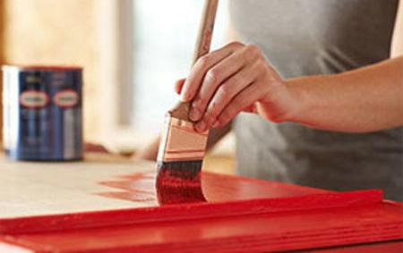 Poner pintura a tus muebles de madera. Fuente: http://reciclatusmuebles.com/