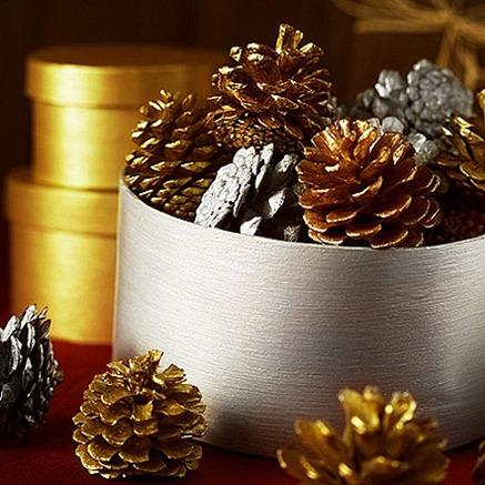 piñas decorativas. Fuente: blogdecoraciones.com