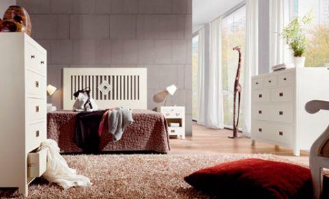 Dormitorio de pareja con mueble blanco cabezal de dise o for Muebles dormitorio blanco y roble